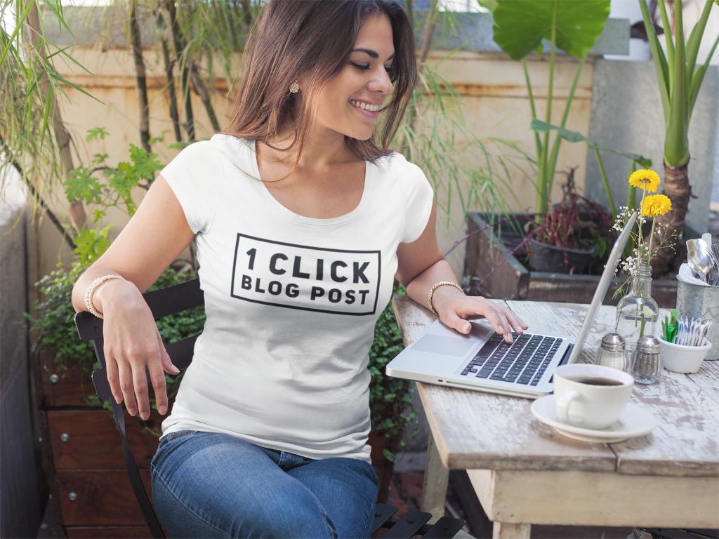 Person using 1clickblogpost on laptop